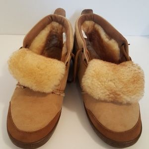 Qwaruba sheepskin boots tan and brown size 9